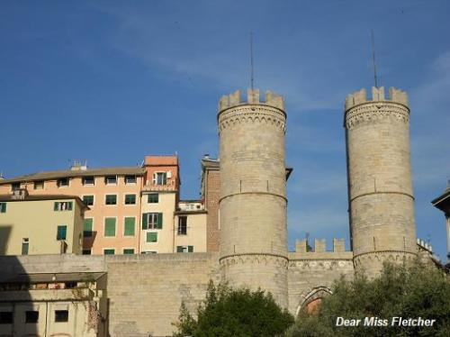 Porta Soprana e le Mura del Barbarossa