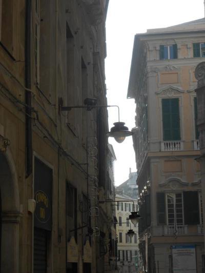 Via Lomellini 4