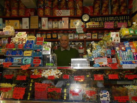Confetteria Lucia, il paradiso delle caramelle (2/6)