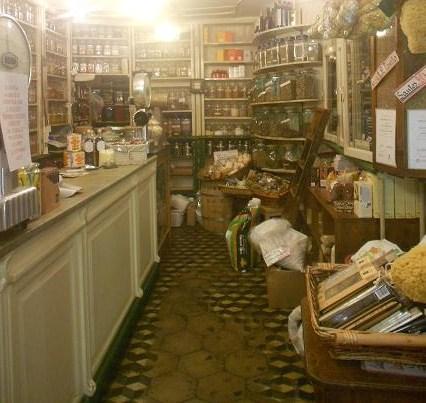 vasi da mettere fuori alle vetrine : Botteghe storiche negozi e locali di Genova Dear Miss Fletcher ...