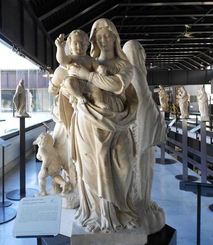 Madonna con il Bambino Benedicente (3)