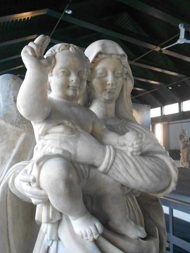 Madonna con il Bambino benedicente