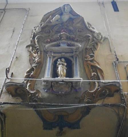 Via San Luca- Madonna con il Bambino