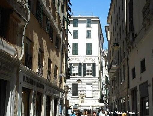 Piazza Soziglia, l'edicola di San Giovanni Battista